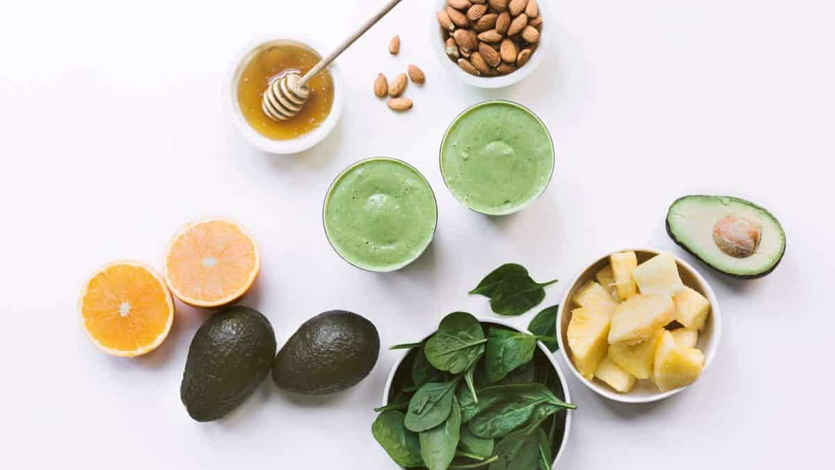 almonds, avocado, spinach, lemon, pineapple, and honey green smoothie for natural energy and to boost libido