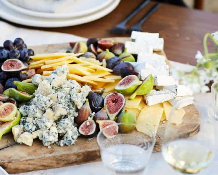 How to Make a DIY Cheese Board in 3 Easy Steps